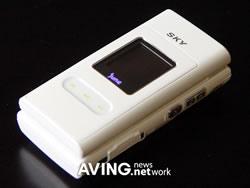 Pantech's SKY IM-U110 Jukebox phone